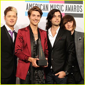 Hot Chelle Rae: Best New Artist Winners at AMAs 2011!