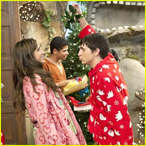Mitchel Musso &#038; Kelsey Chow: Mistletoe Mates