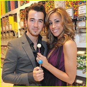 Kevin Jonas: Birthday Bash in Vegas with Danielle & Joe!
