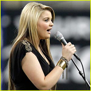 Lauren Alaina: Detroit Lions Thanksgiving Day Game!