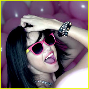 Selena Gomez: 'Hit The Lights' Video Premiere!