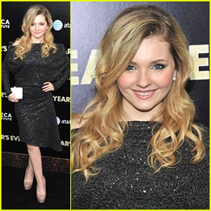 Abigail Breslin: 'New Year's Eve' Premiere Pretty