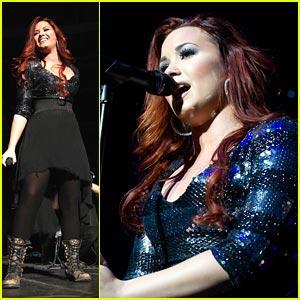 Demi Lovato: Q102 Jingle Ball QT!