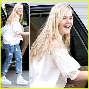 Elle Fanning Emails Scarlett Johansson 'All The Time'