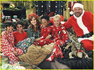 Jessie Christmas.Debby Ryan Jessie S Christmas Story Cameron Boyce Debby
