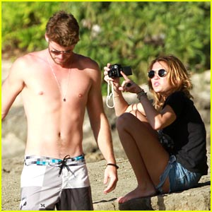 Miley Cryus Hangs Out in Hawaii with Liam Hemsworth