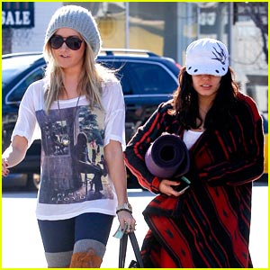 Vanessa Hudgens & Ashley Tisdale: Breakfast Besties
