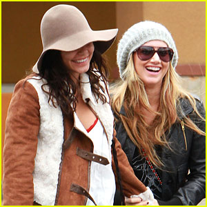 Vanessa Hudgens & Ashley Tisdale: Giggly Gals!