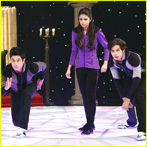 Wizards of Waverly Place Finale: New Pics & Clip!