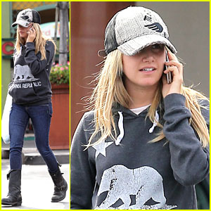 Ashley Tisdale: Rite Aid Run