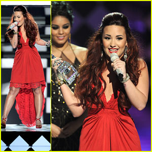 Demi Lovato: People's Choice Awards Winner &#038; Performance!