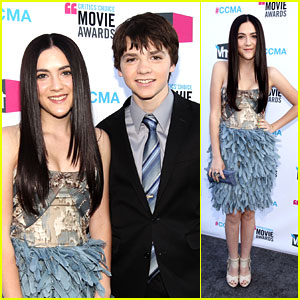 Isabelle Fuhrman &#038; Joel Courtney: Critics' Choice Awards 2012