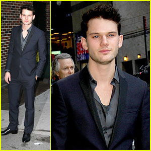 Jeremy Irvine Chats 'War Horse' with Letterman