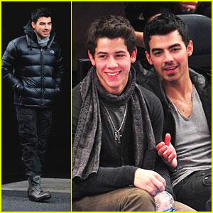 Joe & Nick Jonas: New York Knicks Night!