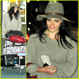 Phoebe Tonkin: Back to Vancouver!