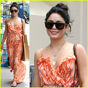 Vanessa Hudgens: Bondi Beach Shopper!