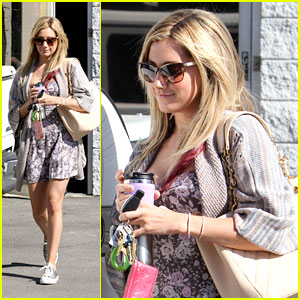 Ashley Tisdale: Sunny Studio Stop