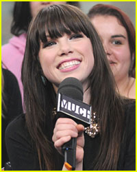 Justin Bieber Signs Carly Rae Jepsen to Record Label