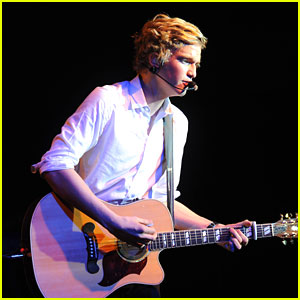 Cody Simpson: 'Fans Are Very Excited' for Justin Bieber Collaboration