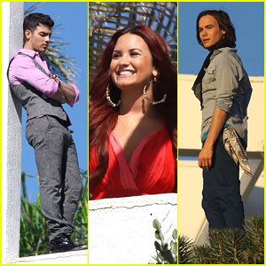Joe Jonas & Demi Lovato: Photo Shoot with Tyler Blackburn!