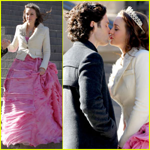 Leighton Meester Gets Kissy With Penn Badgley