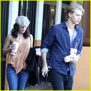 Vanessa Hudgens & Austin Butler: Jamba Juice Stop
