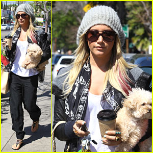 Ashley Tisdale &#038; Maui: Aroma Cafe Cuties