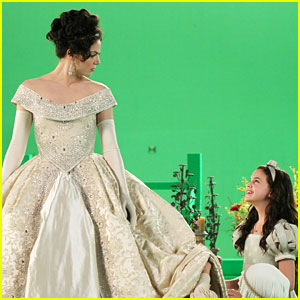 Bailee Madison as Snow White -- FIRST PIC!