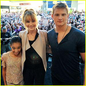 Jennifer Lawrence & Alexander Ludwig: Miami Mall Stop!