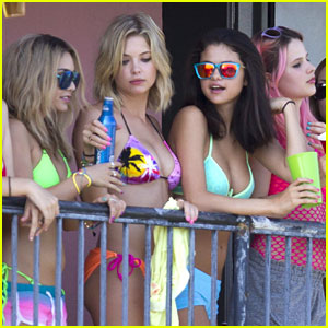 Selena Gomez: 'Spring Breakers' Balcony Bash!