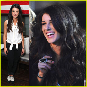 Shenae Grimes: Obsessed with Elizabeth Olsen