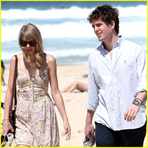 Taylor Swift: Bondi Beach with Brother Austin!