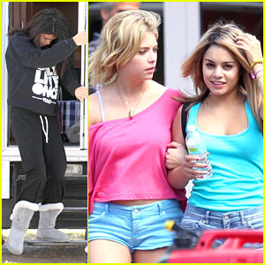 Vanessa Hudgens & Ashley Benson: Blonde 'Spring Breakers'