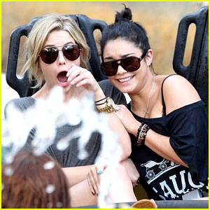 Vanessa Hudgens & Ashley Benson: Splish Splash!