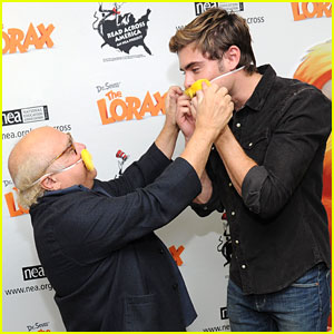 Zac Efron: Read Across America with Danny DeVito!