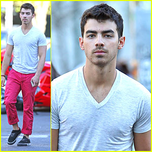 Joe Jonas: Red Pants in NYC!