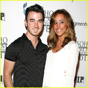 Kevin & Danielle Jonas are 'Forgetting The Girl'