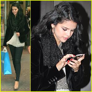 Selena Gomez: 'I Definitely Like to Wing Things'
