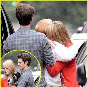 Emma Stone: Goodbye Hugs for Mom Krista