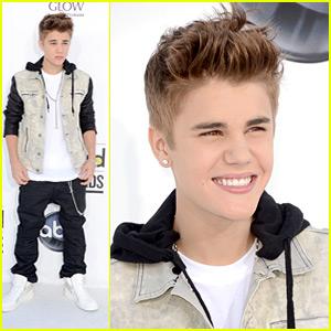 Justin Bieber WINS Social Artist of the Year at Billboard Music Awards!