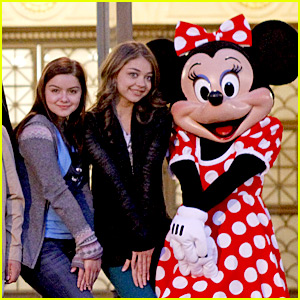 Sarah Hyland: 'Modern Family' Goes to Disneyland!