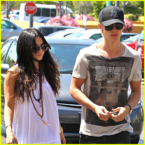 Vanessa Hudgens &#038; Austin Butler: Ralph's Run