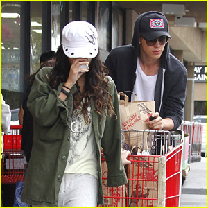 Vanessa Hudgens &#038; Austin Butler: Trader Joe's Run