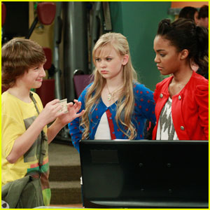 China Anne McClain & Sierra McCormick are 'fANTasy girl's