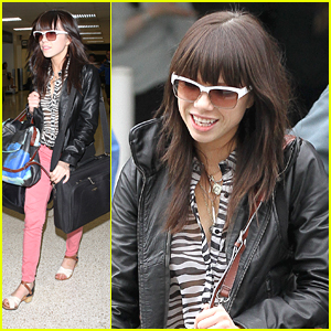 Carly Rae Jepsen is 'Smiling Like Crazy'
