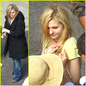 Abigail Breslin: Stuffed In A Truck on 'The Hive' Set!