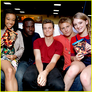 Amandla Stenberg & Willow Shields: 'The Hunger Games' Cast Signing at Comic Con 2012