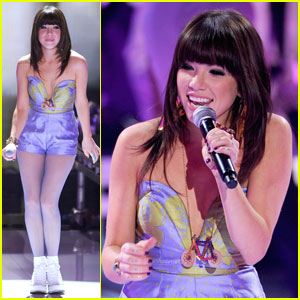 Carly Rae Jepsen Performs At The Teen Choice Awards 2012