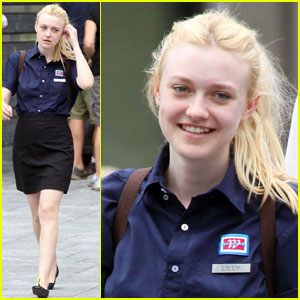 Dakota Fanning: 'Very Good Girls' with Boyd Holbrook!