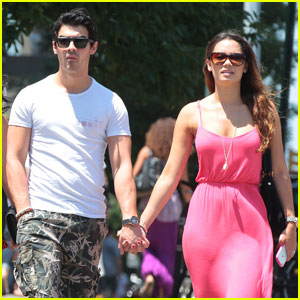 Joe Jonas: Holding Hands with Natashia Ho!